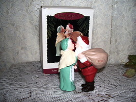 1995 Hallmark Ornament Christmas Eve Kiss Mr and Mrs Claus - $18.41