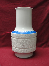 THOMAS ROSENTHAL Porcelain China - Textured ARCTA Pattern COBALT EDGE VASE - $46.01