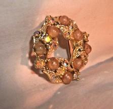 VINTAGE CIRCLE BROOCH GOLD TONE RHINESTONES PEARLS - $4.99