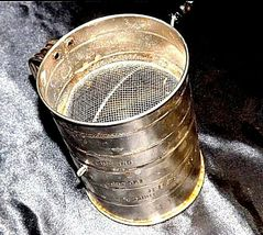 Bromwell's No. 39 3-Cup Measuring Sifter AA18 - 1185 Vintage image 3