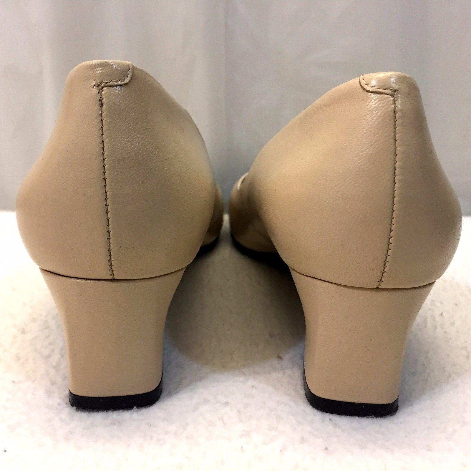 7f8cdceba84 Easy Spirit Pumps Size 8 W Cream Nude Leather 2