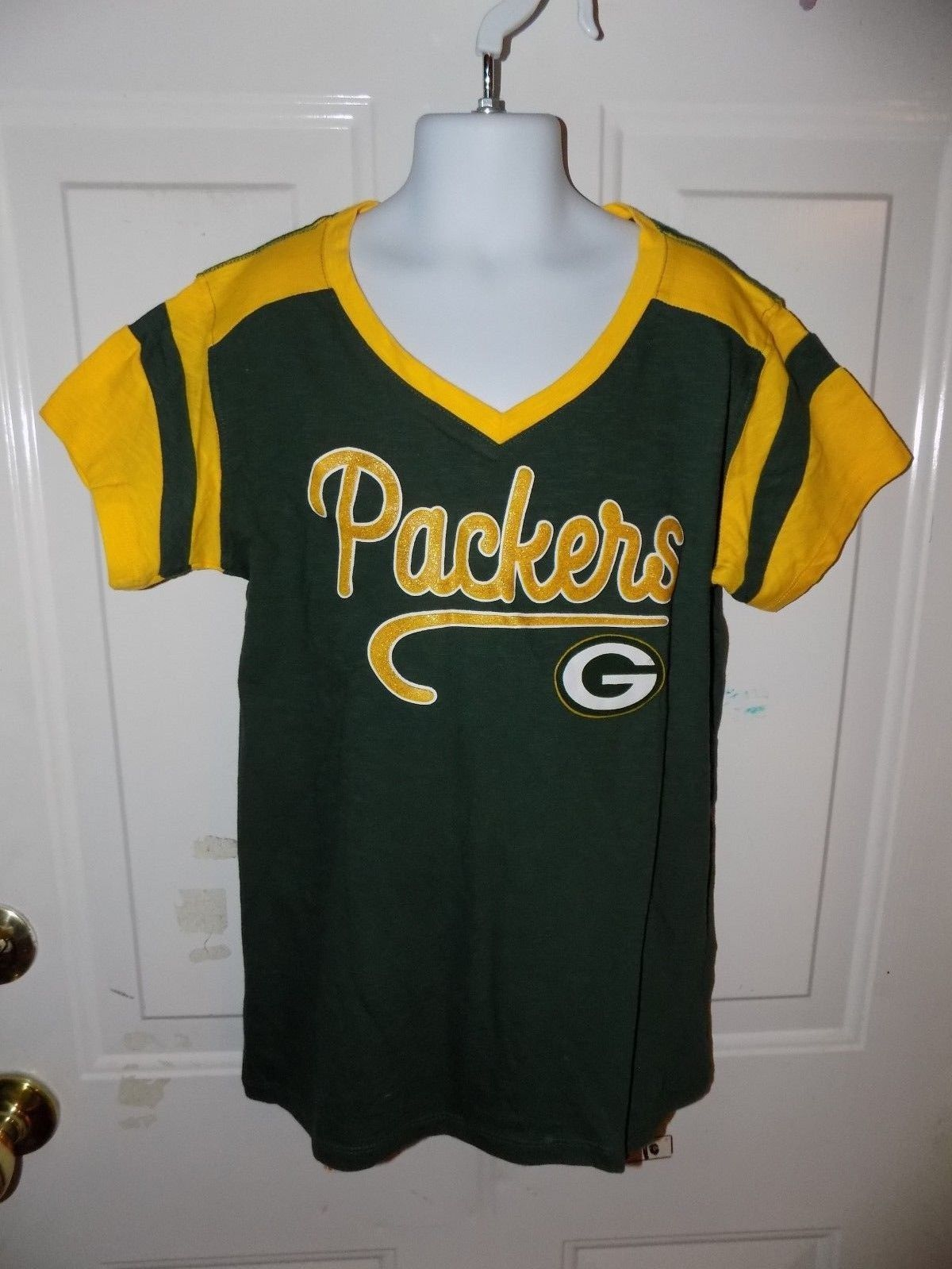 NFL TEAM APPAREL GREEN BAY PACKERS V-NECK T-SHIRT SIZE 10/12 GIRL'S EUC