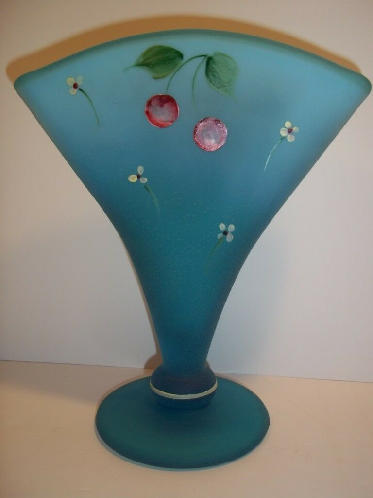 Fenton Glass BLUE LAGOON FAN VASE BIRDS & CHERRIES Gift Shop Exclusive Williams!