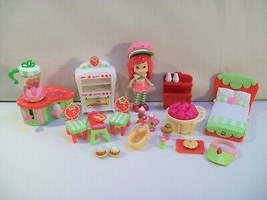 STRAWBERRY SHORTCAKE MINI DOLL FIGURE & FURNITURE TABLE CHAIRS BED - $14.65