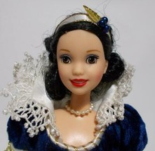 Disney Snow White Barbie Holiday Princess Collector Doll 1998 - $27.71
