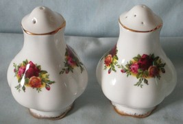 Royal Albert Old Country Roses Salt & Pepper 5/9 holes England - $28.60