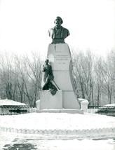 Statue of Vladimir Lenin's father Ilja Nikolaevitj Uljanov - Vintage photo - $9.41