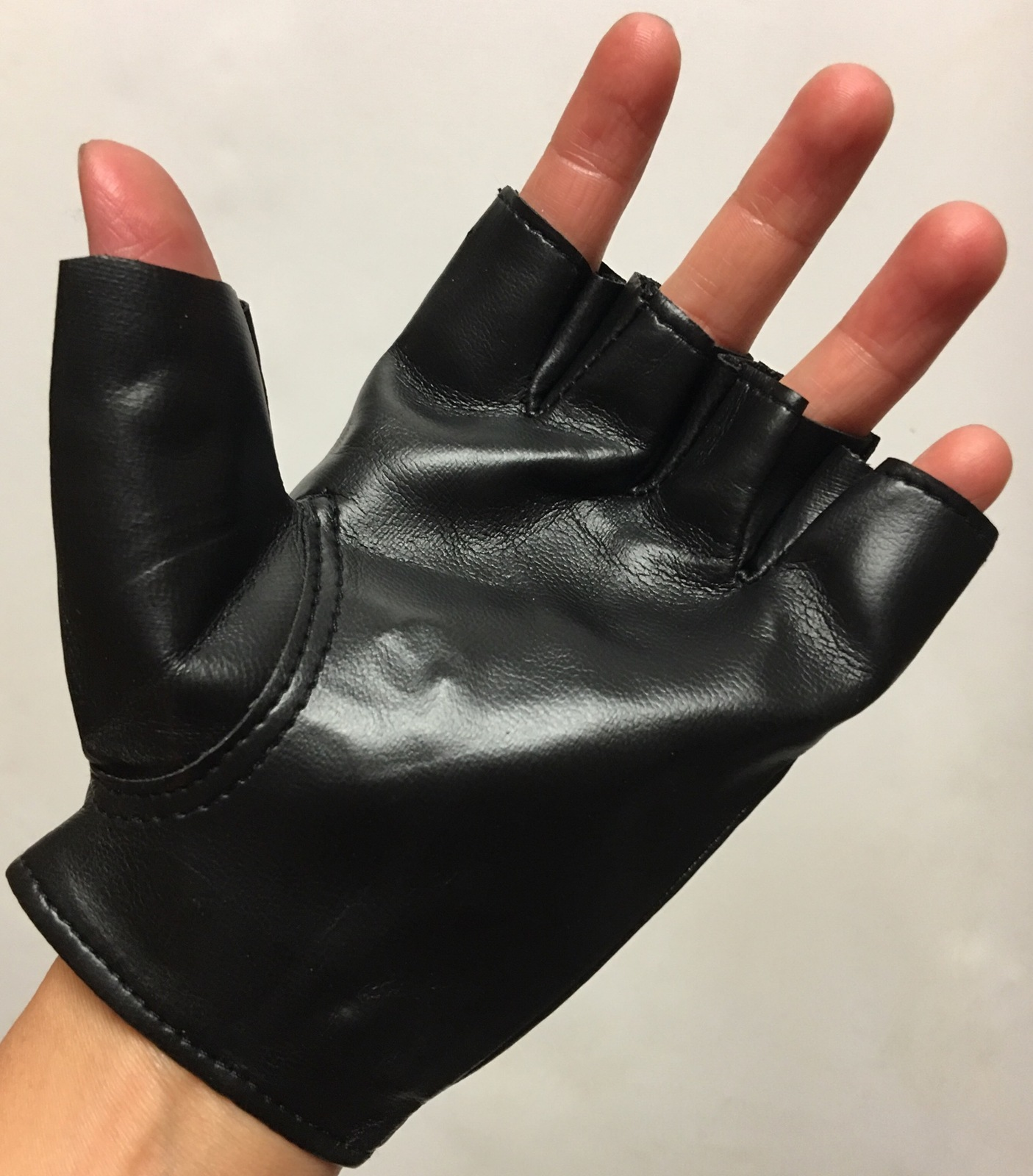 Urban Wear Ornate Studs Gloves
