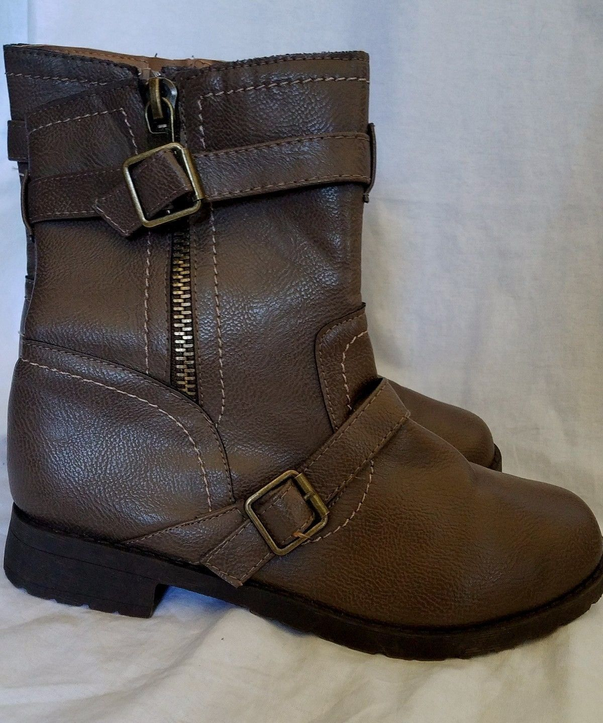 Brown Biker Boots Round Toe Buckles Zips Up Side Bamboo Size 7.5