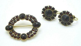Red Rhinestone Gold Tone 1940's Style Circle Pin Brooch Earring Set - $34.64
