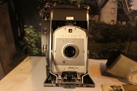 VINTAGE CAMERA - POLAROID LAND CAMERA MODEL 150  -  W17 - $146.02
