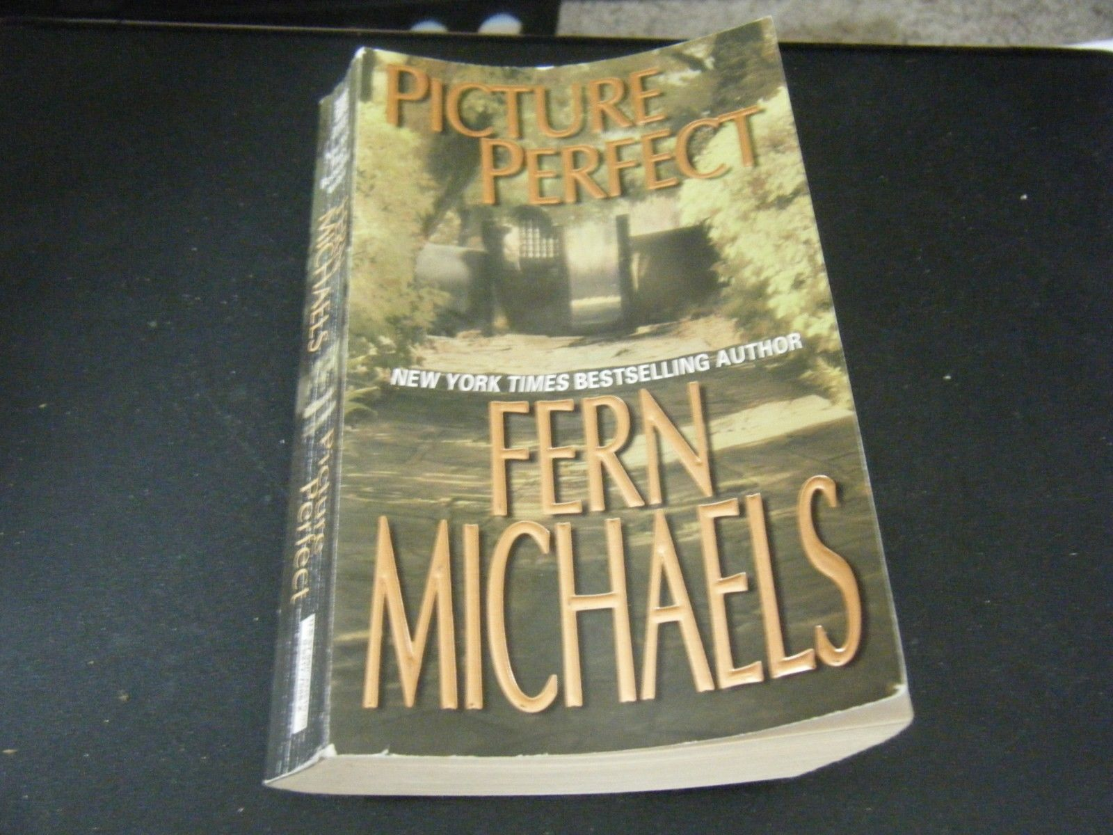 Primary image for Picture Perfect by Fern Michaels (2005, Paperback)