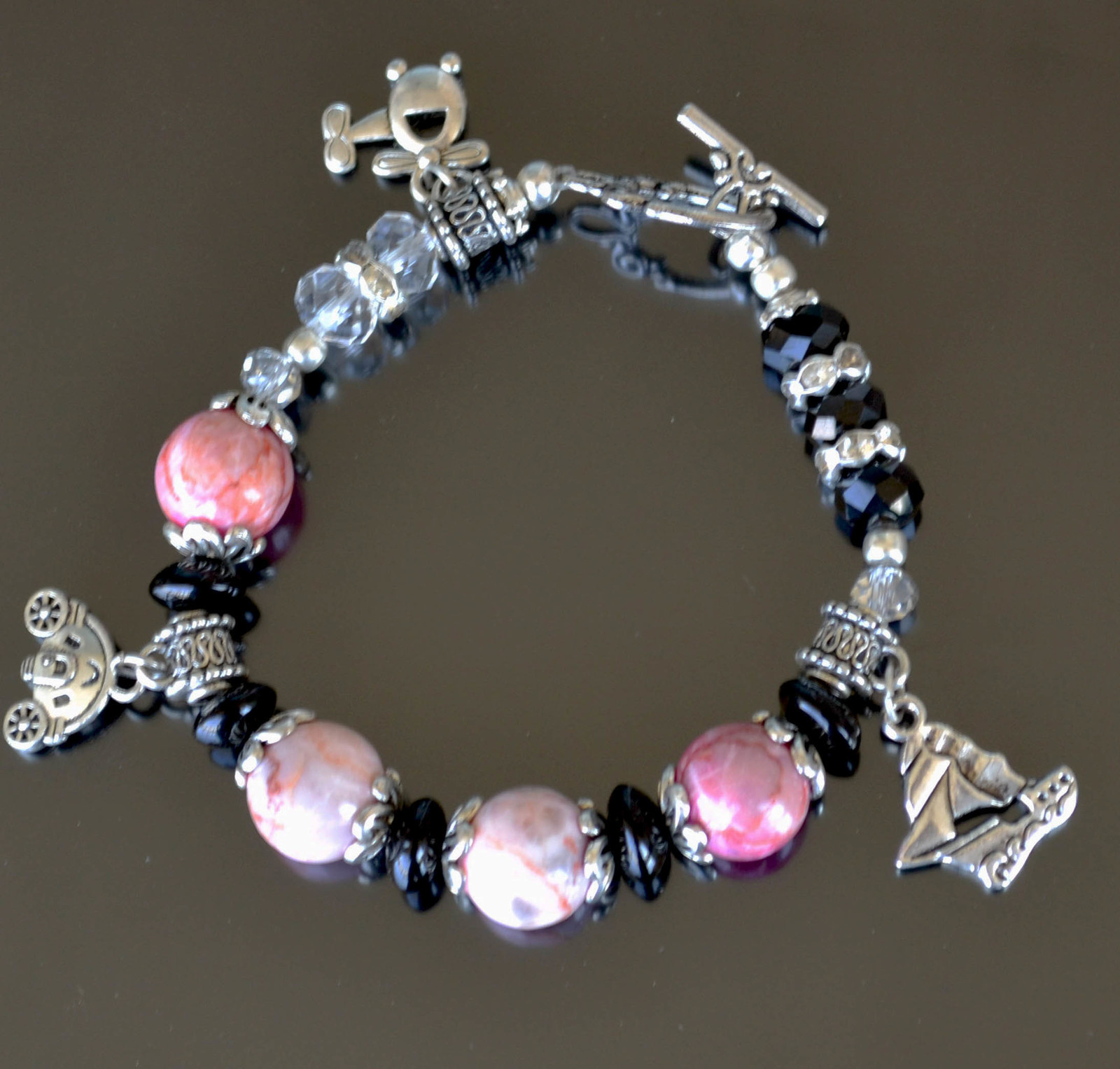 Bracelet, Gemstone bracelet, Statement bracelet, pink (B13)