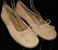 Signature by Aerosoles Nashville tan perforated bow round toe ballet flats 6M - $28.66