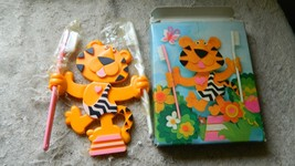 AVON TOOFIE TIGER TOOTHBRUSH HOLDER & BRUSHES NEW FREE USA SHIP PLEASE ... - $9.49