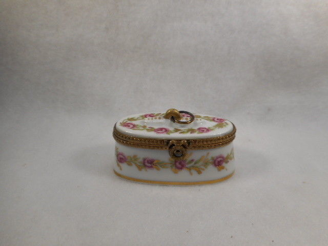Vintage Hand Painted French Limoges Porcelain Dresser Trinket Box Signed