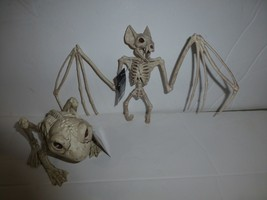 Small Frog and Bat Skeleton Plastic Halloween Props New - €15,05 EUR