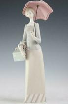 Lladro Modistilla Dressmaker #4700 Matte Figurine Holding Parasol & Box ... - $296.99