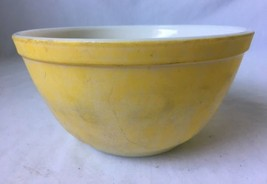 Vintage Pyrex Mixing Bowl 402 Yellow 1.5 Quart Nesting Bowl - $9.95