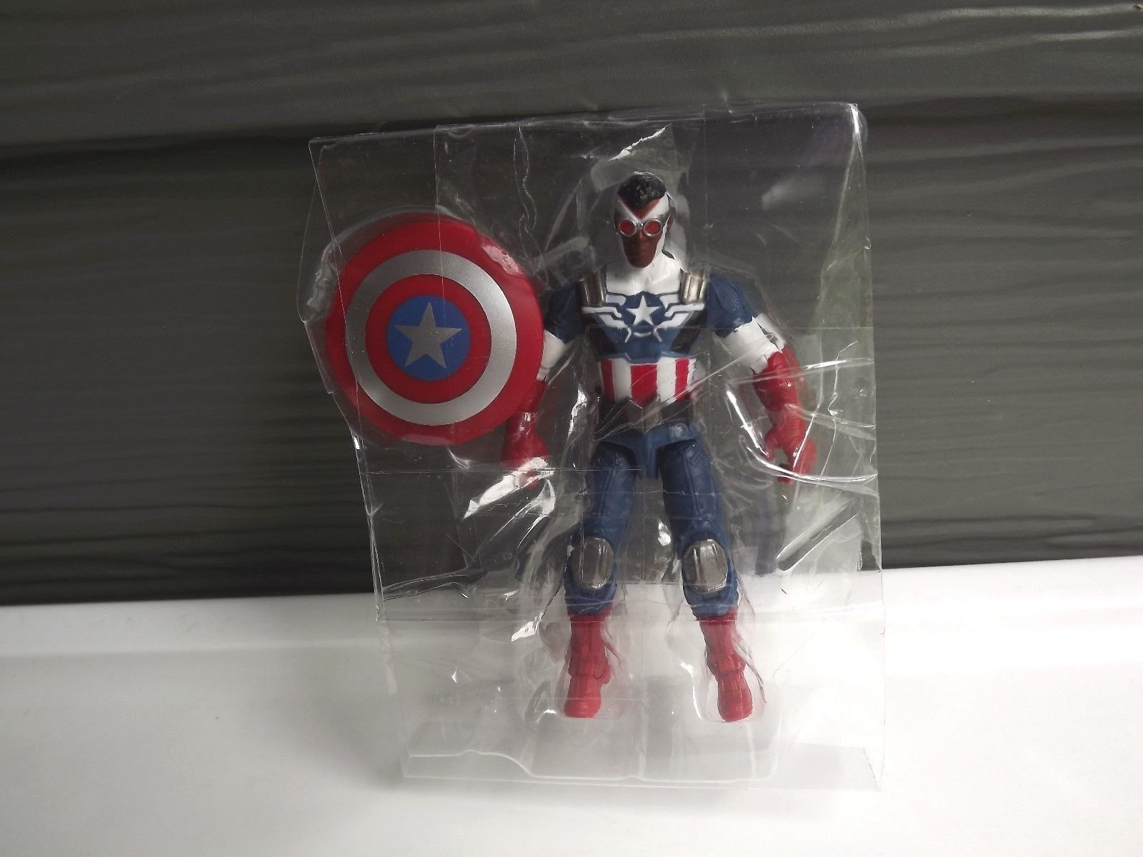 "Marvel Legends Shield-Wielding Heroes Captain America Figure Comic Pack 3.75""."