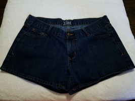 "Old Navy The Diva Jean Shorts Women's Size 10 Short Dark Wash Inseam 3"" - $12.73"