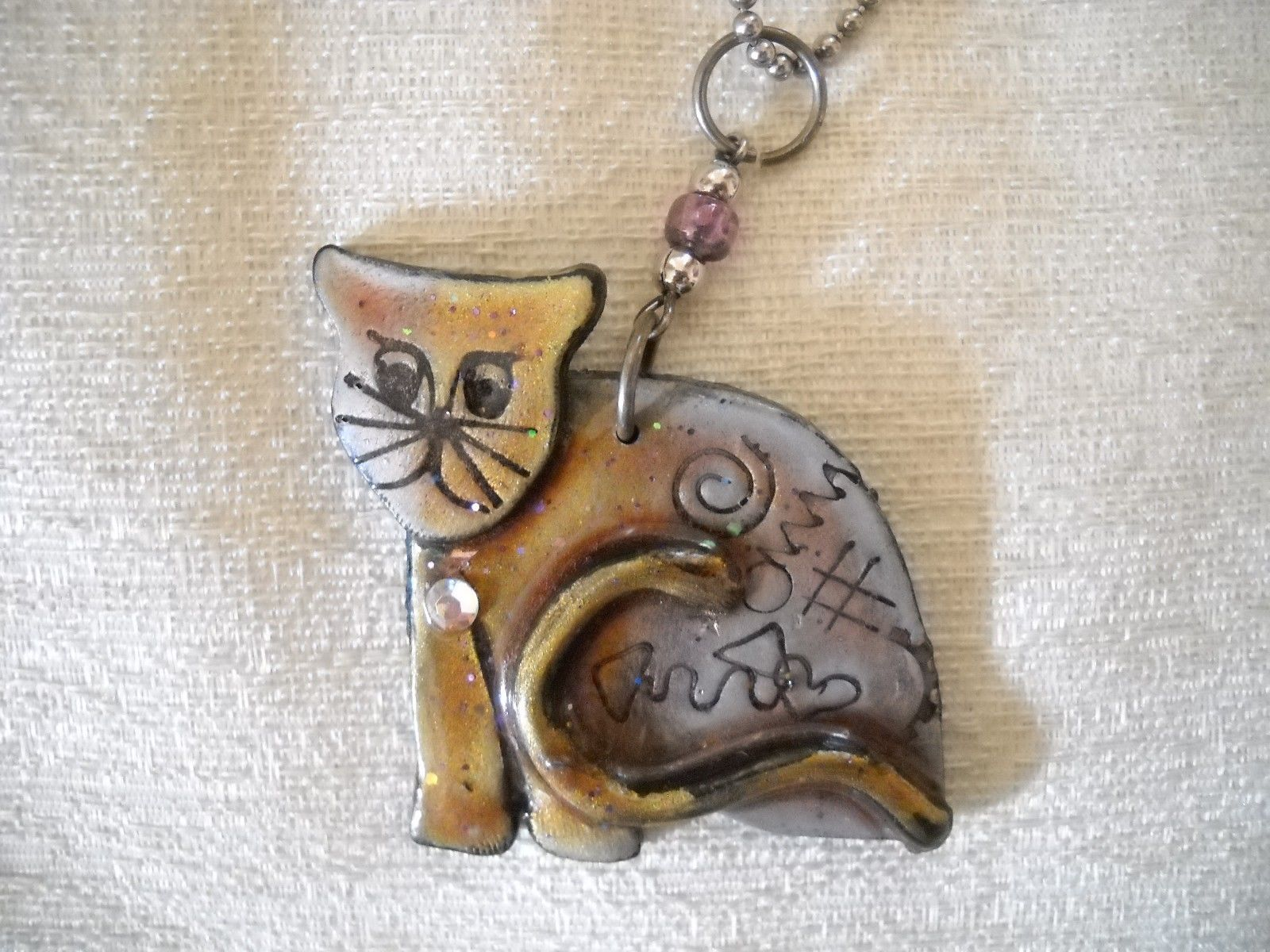 NWOT FUSED PLASTIC CAT PENDANT ON SILVER TONE CHAIN, SIGNED BY ARTIST image 2