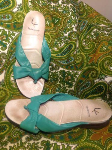 VILLAGER LIZ CLAIBORNE GREEN LEATHER SANDALS 8.5M WOMEN'S THONGS SLIP ON SLIDES