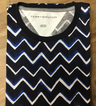 34.99 Tommy Hilfiger Women's Tee Shirt Zig-Zag Ink Print Cotton XS