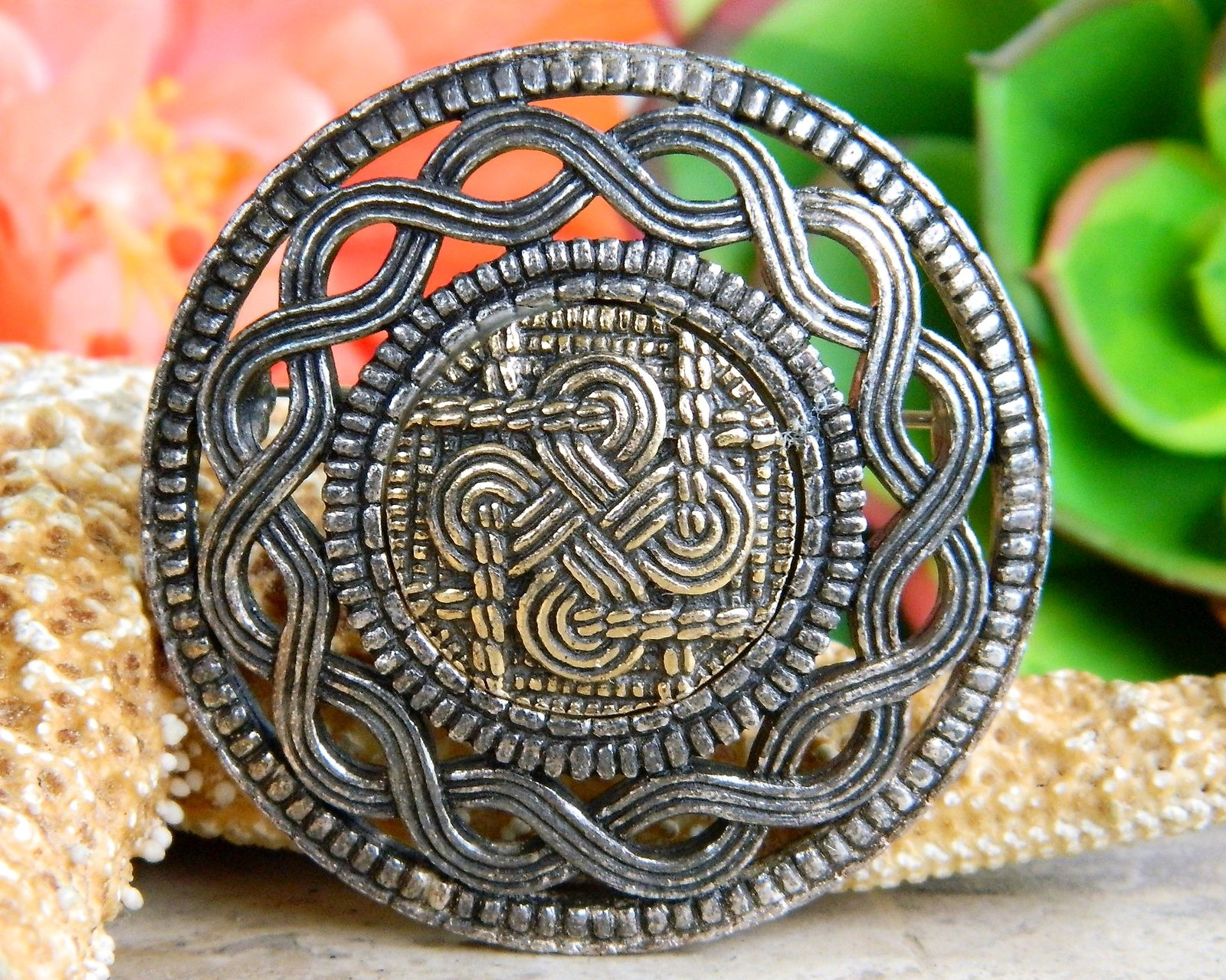 Primary image for Miracle Celtic Knot Scottish Brooch Pin Pewter Gold Plated Shield Kilt
