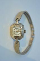Vintage ''KRAUSS'' 17 Jewel Swiss womens wind up watch Runs good - $18.66