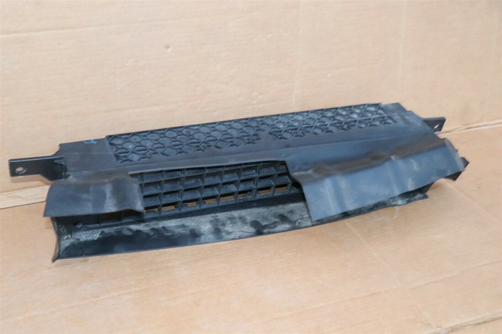 14-16 Nissan Versa Note Front Grill Radiator Cooling Active Shutters 21421-3VY0A
