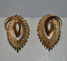 Vintage Signed Crown Trifari Gold Tone Clip Earrings  - $15.20