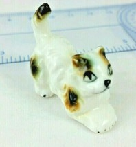 """Vintage Crouching Cat Miniature Figurine 1"""" tall White Brown Calico Porc... - £5.61 GBP"""