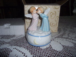 NEW San Francisco Music Box Company Kissing ANGELS on Moon & Stars Base - $28.00