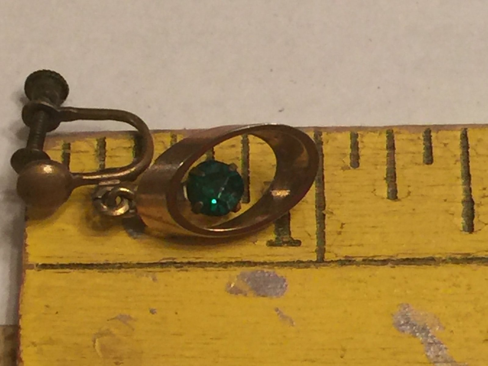 Vintage Art Deco Dangling Green Rhinestones Screw Back Earrings~Dangle Gold Tone