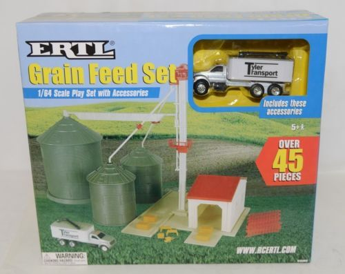 ERTL TBEK12924 Grain Feed Set With Accessories Over 45 Pieces