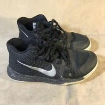 Nike 869985-018 Kyrie 3 Youth Basketball Shoes Size  3Y - $24.74