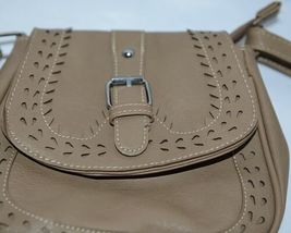 Non Branded Womens Tan Zipper Saddle Bag Purse With Adjustable Shoulder Strap image 4