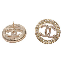 NEW AUTHENTIC CHANEL CC Gold ROUND PEARL Large Logo Stud Earrings RARE image 3