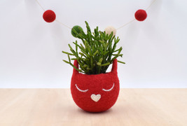Christmas gift for her / Succulent planter / Felt planter /  Cat head pl... - $24.00