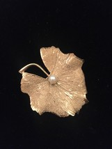 60s Kramer gold leaf with real cultured pearl brooch