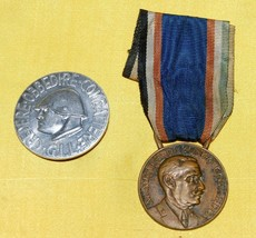 TWO WWII ERA ITALIAN MEDAL GROUP - BADGE & MEDAL - $89.09