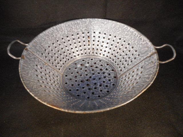 """Vintage Gray Enamelware Graniteware 11"""" 2 Handled Footed Colandar Sieve"""