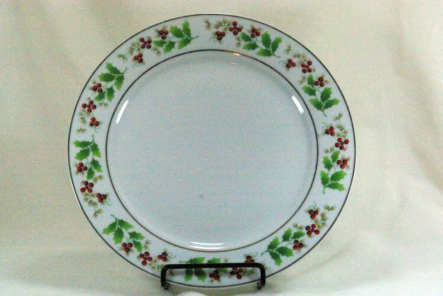 Primary image for Royal Norfolk Holly And Berries Christmas Dinner Plate 10""