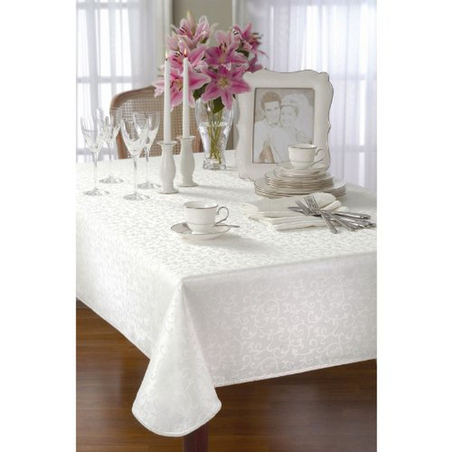 Lenox Opal Innocence 70-Inch Round Tablecloth, Platinum