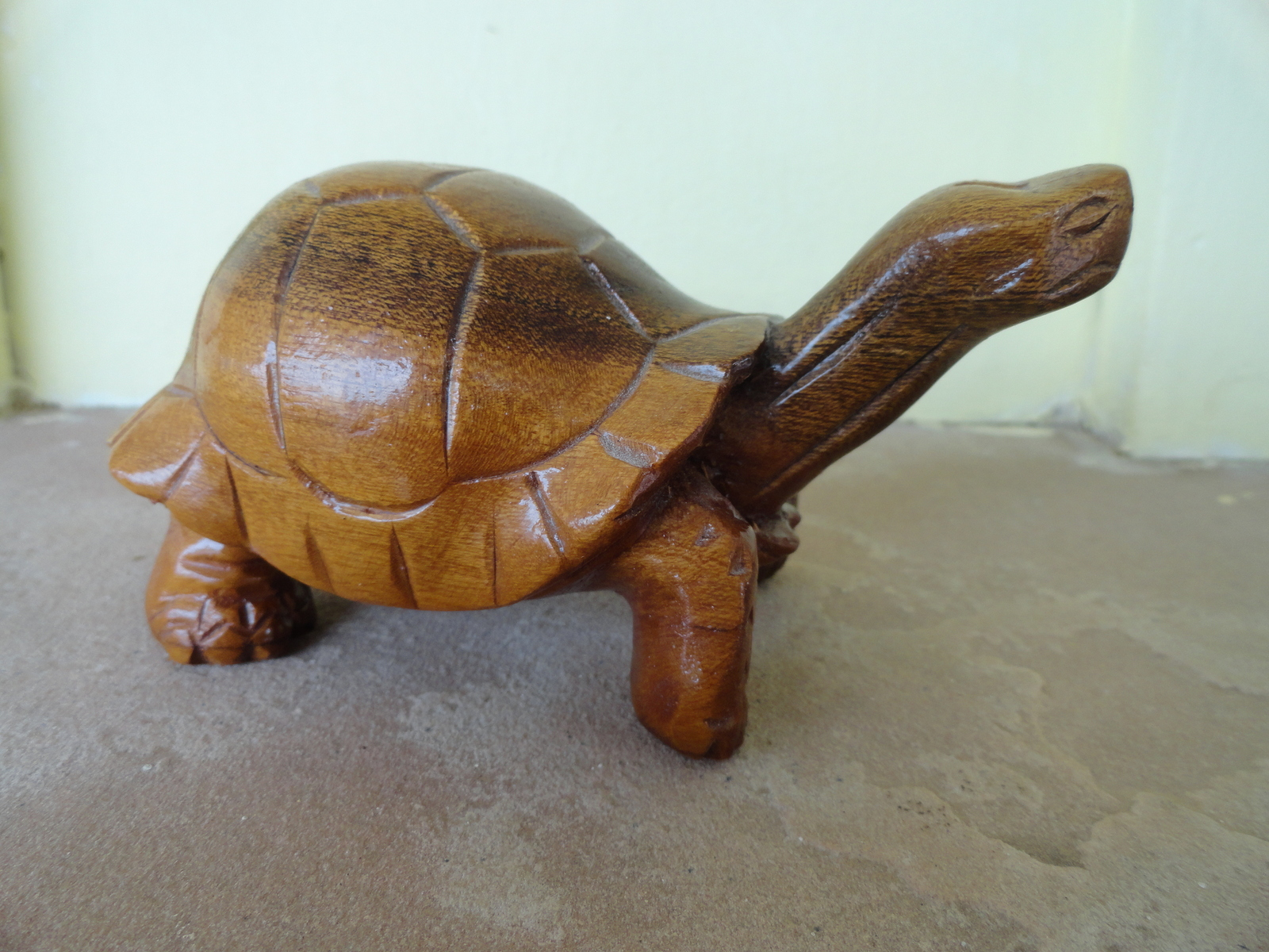 Galopagus 1990 cruz signed wooden carving  12