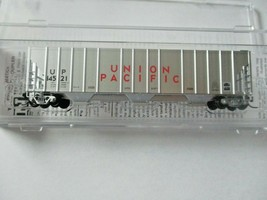 Micro-Trains # 09900300 Union Pacific 4750' 3-Bay Covered Hopper N-Scale image 1