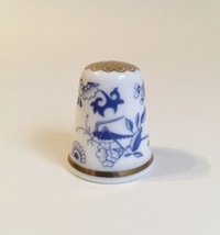 Grasshopper Spode Thimble Vintage Fine Bone China England Blue White Gold - $20.00