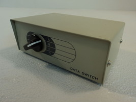 Woods Manual Switch BiDirectional 4 Port Gray Data Switch 5972 Vintage - $18.95
