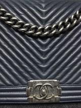 AUTHENTIC CHANEL DARK NAVY BLUE CHEVRON QUIILTED NEW MEDIUM BOY FLAP BAG SHW image 7